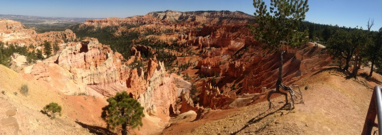 Bryce Canyon National Park hoodoos in the afternoon.